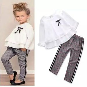 Super chic little girl set pant and blouse.